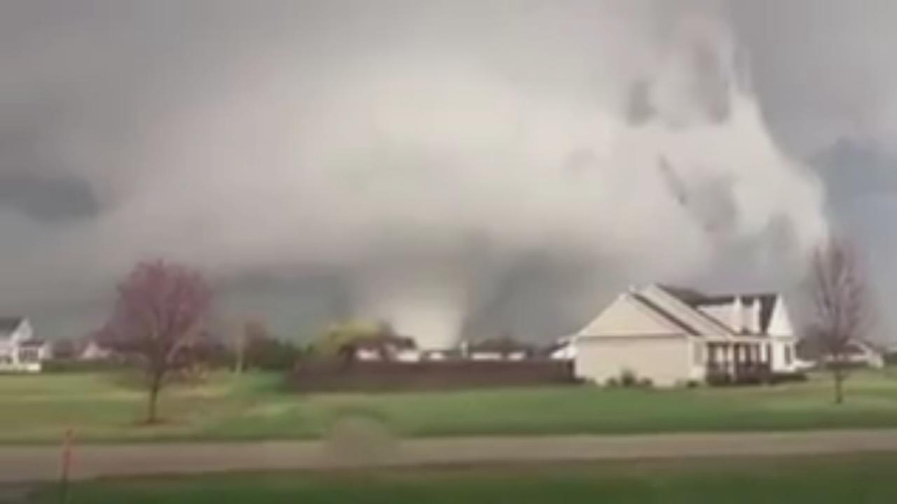 Tornado touches down in Illinois