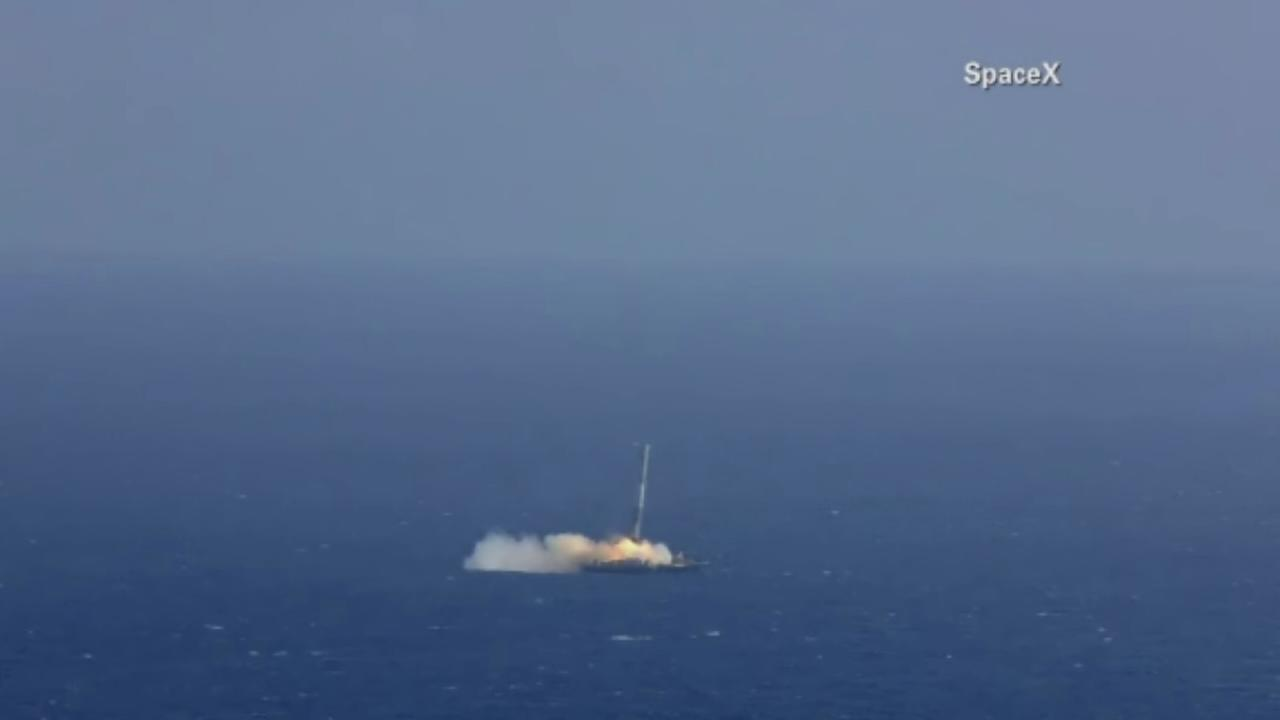 SpaceX video of rockets explosion