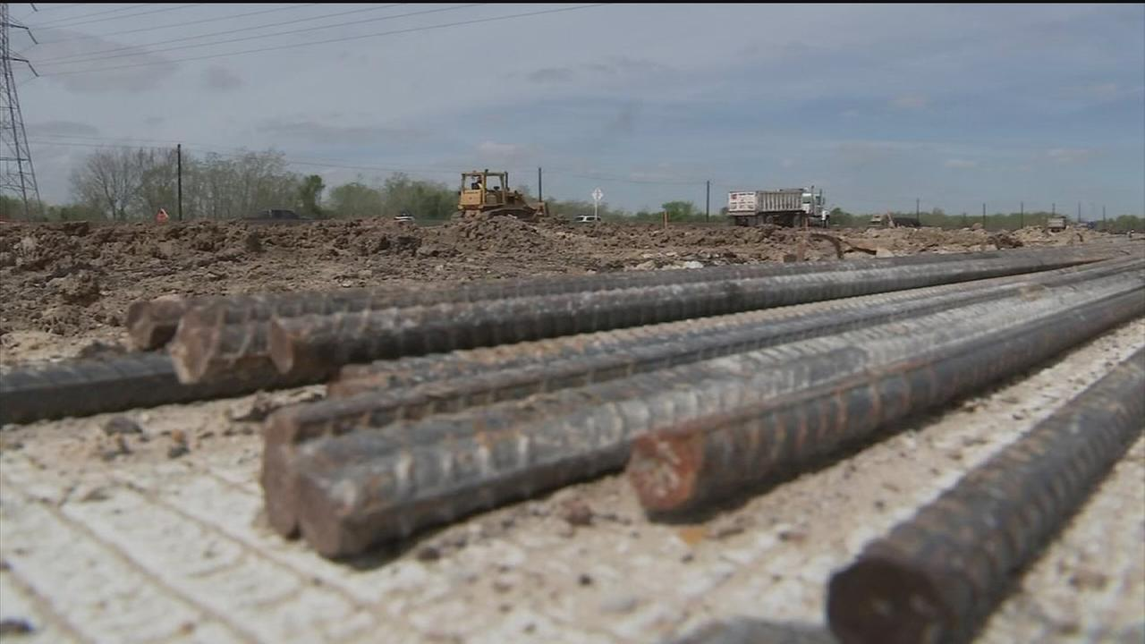 Gulf Freeway construction project continues