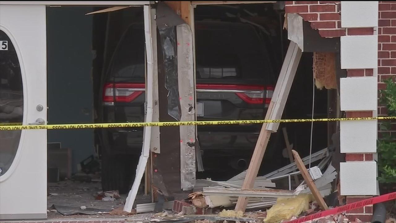 Two vehicles slam into Houston-area buildings