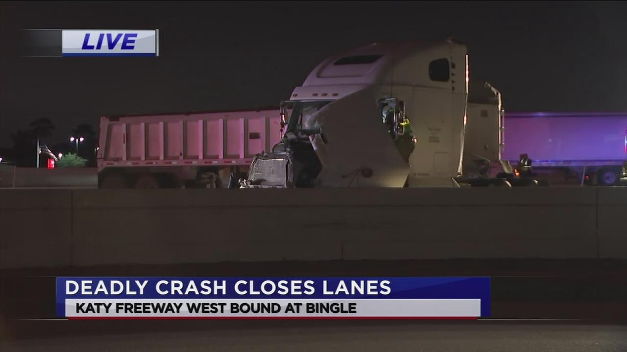 Fatal wreck shuts down Katy Freeway WB at  Bingle