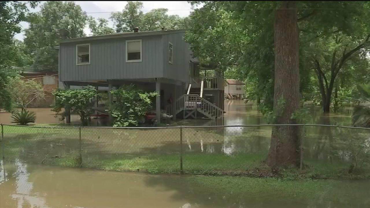Water continues to rise in Montgomery Co. neighborhoods
