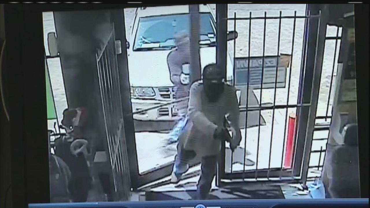 Suspects sought in robbery of ez pawn shop on bellaire for Ez money pawn jewelry