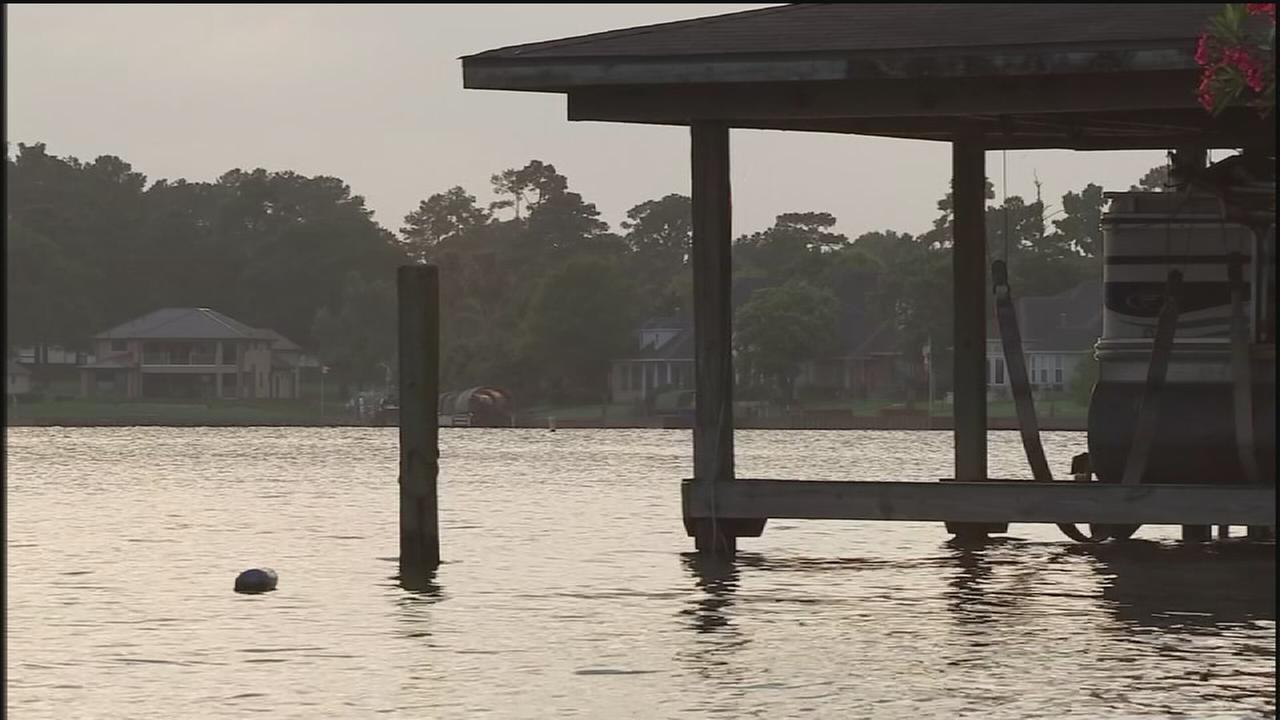 Worried residents keeping eye on dam in Conroe