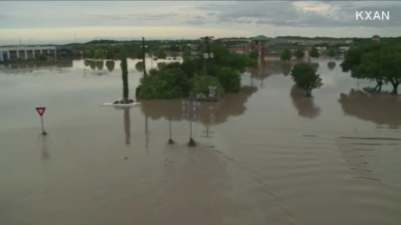 Flooding kills at least 1, causes damage in Texas
