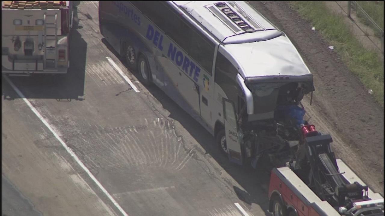 2 people dead in Weimar bus crash