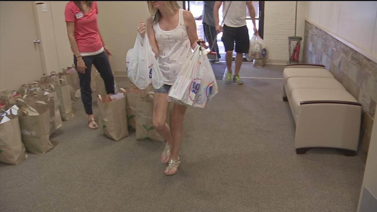 Volunteers help flood victims