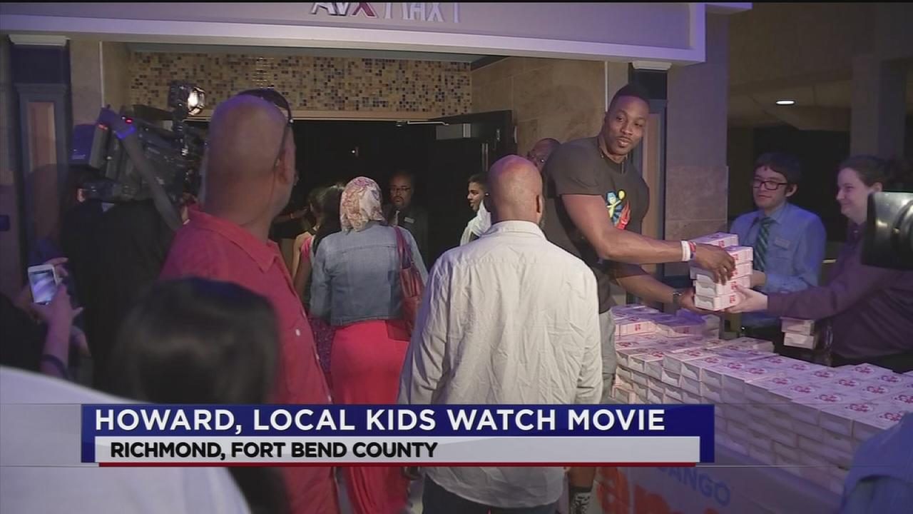 Dwight Howards takes kids to movie