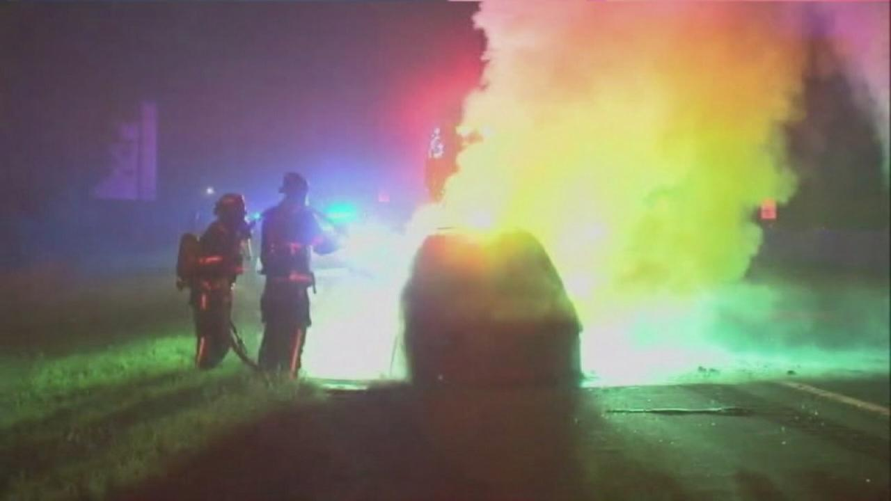 Good Samaritans save man from burning car