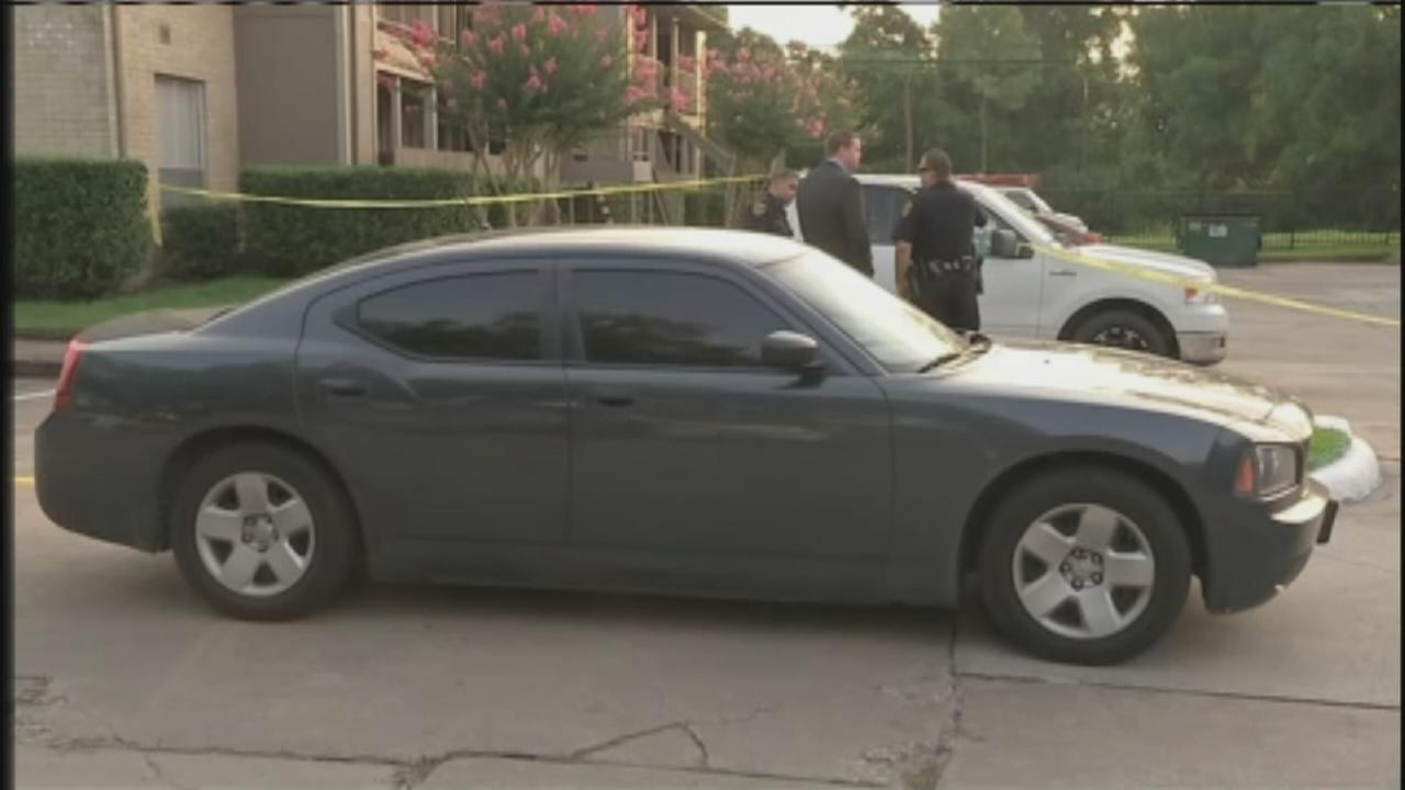 Police searching for suspects in fatal SE Houston shooting