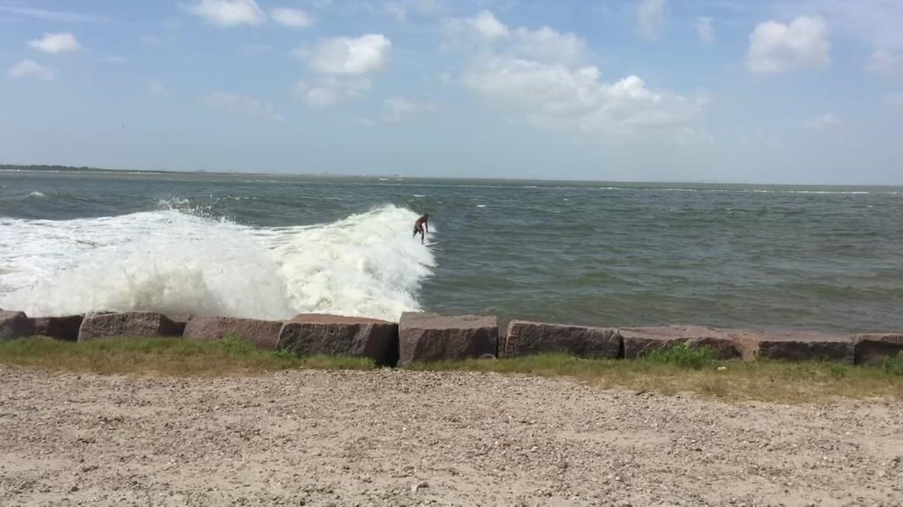 072715-ktrk-tank-surf1
