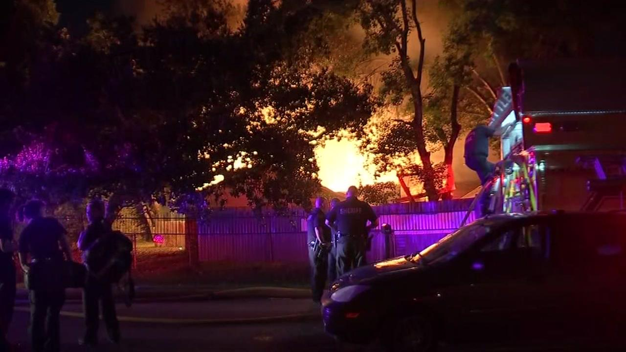 073015-ktrk-5am-house-fire-vid