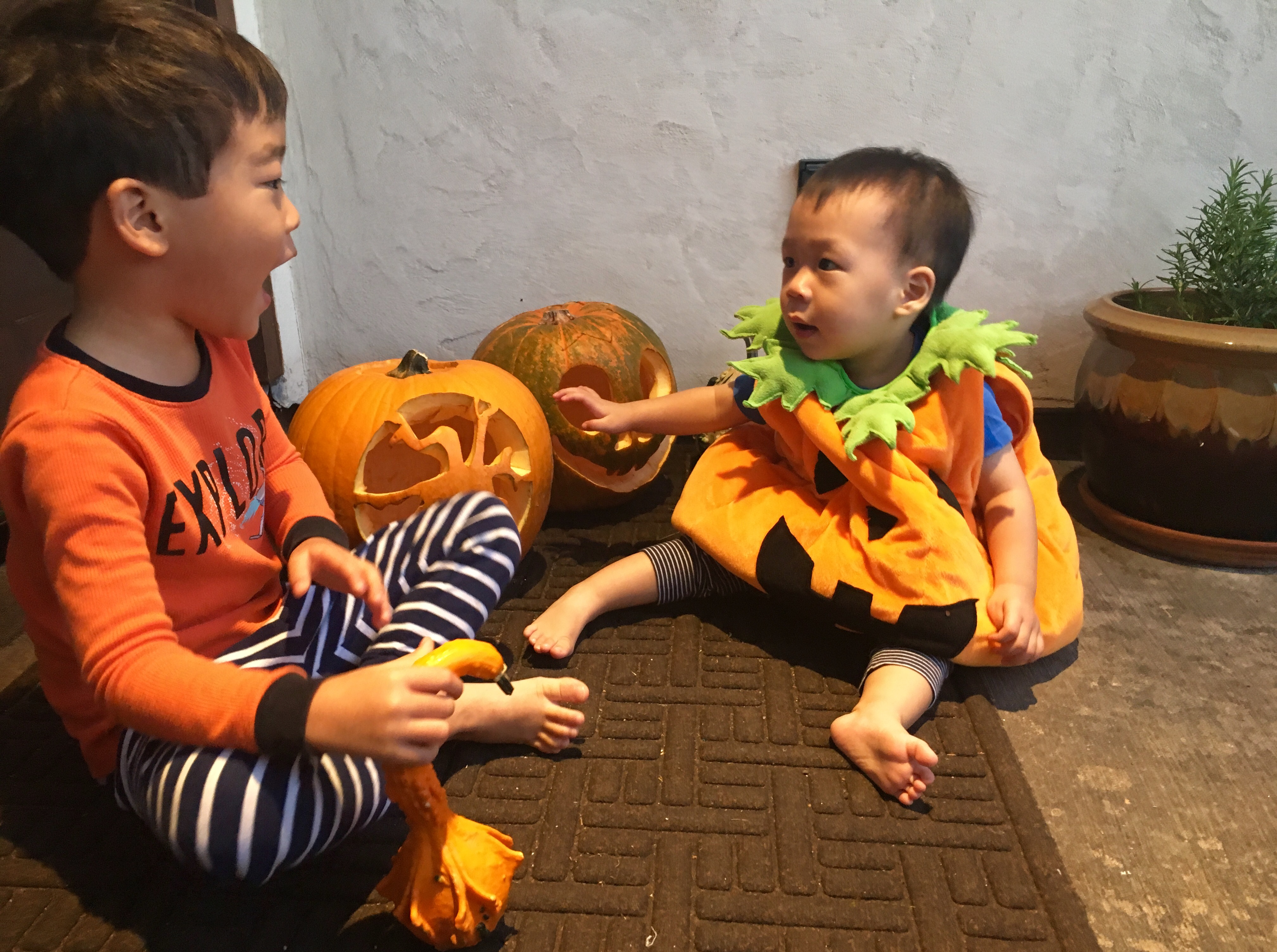 "<div class=""meta image-caption""><div class=""origin-logo origin-image ktrk""><span>KTRK</span></div><span class=""caption-text"">Miya Shay's kiddos with their pumpkin creations</span></div>"