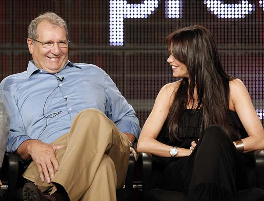 <div class='meta'><div class='origin-logo' data-origin='AP'></div><span class='caption-text' data-credit='ASSOCIATED PRESS'>Actor Ed O'Neill, left, and actress Sofia Vergara discuss their new television series &#34;Modern Family&#34;  on Saturday, Aug. 8, 2009. (AP Photo/Dan Steinberg)</span></div>