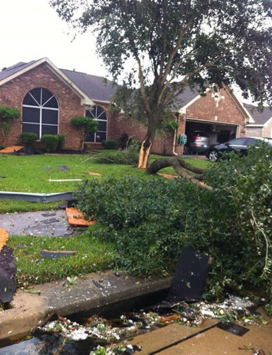 Severe damage reported in Friendswood from low end tornado | abc13.com
