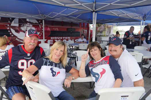 "<div class=""meta ""><span class=""caption-text "">Photos from outside Reliant Stadium before Thursday's Niners-Texans preseason finale (Photo/Scott Morrow)</span></div>"