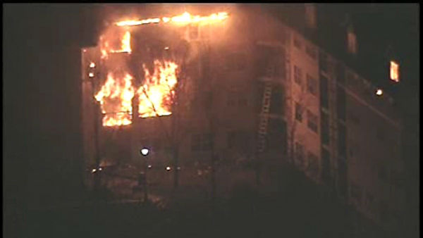 "<div class=""meta image-caption""><div class=""origin-logo origin-image ""><span></span></div><span class=""caption-text"">A huge fire destroyed several apartments in a large complex in Edgewater, New Jersey Wednesday evening. (WABC Photo/ WABC)</span></div>"