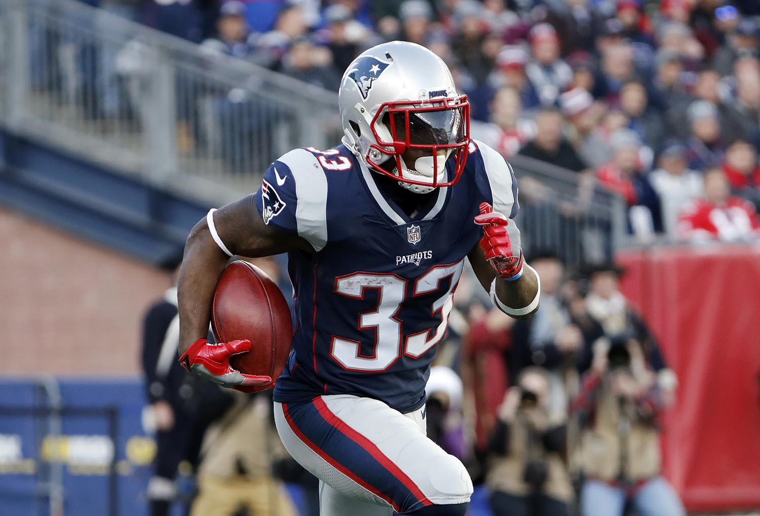 """<div class=""""meta image-caption""""><div class=""""origin-logo origin-image ap""""><span>AP</span></div><span class=""""caption-text"""">New England Patriots' running back Dion Lewis is a native of Albany, NY. (AP Photo/Winslow Townson)</span></div>"""