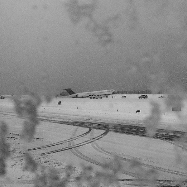 <div class='meta'><div class='origin-logo' data-origin='none'></div><span class='caption-text' data-credit=''>Plane skids off runway at LaGuardia Airport on March, 5, 2015.  (Photo by Kristina Grossmann via Instagram)</span></div>