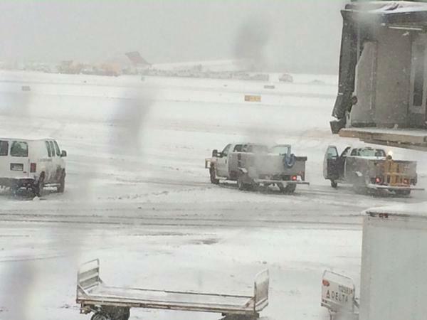 <div class='meta'><div class='origin-logo' data-origin='none'></div><span class='caption-text' data-credit=''>Plane skids off runway at LaGuardia Airport on March, 5, 2015 (Photo by Sarah Wagner via Twitter)</span></div>