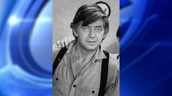 Ralph Waite, who played the father, John Walton, Sr., in TV&#39;s hit series &#34;The Waltons,&#34; has died at age 85 in Palm Springs. <span class=meta>(AP Photo &#47; AP)</span>