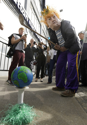 "<div class=""meta image-caption""><div class=""origin-logo origin-image ap""><span>AP</span></div><span class=""caption-text"">A protester pretends to golf with a prop during a protest across the street from the Intrepid, where the President is expected to attend a Commemorative Dinner. (AP Photo/Julio Cortez)</span></div>"