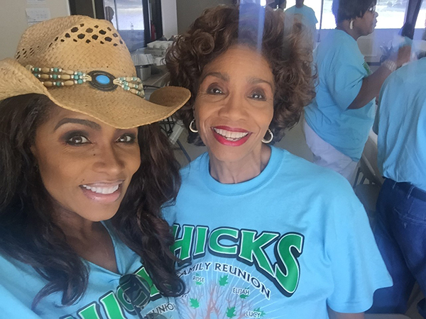 "<div class=""meta image-caption""><div class=""origin-logo origin-image wabc""><span>WABC</span></div><span class=""caption-text"">Toni Yates and her mother </span></div>"