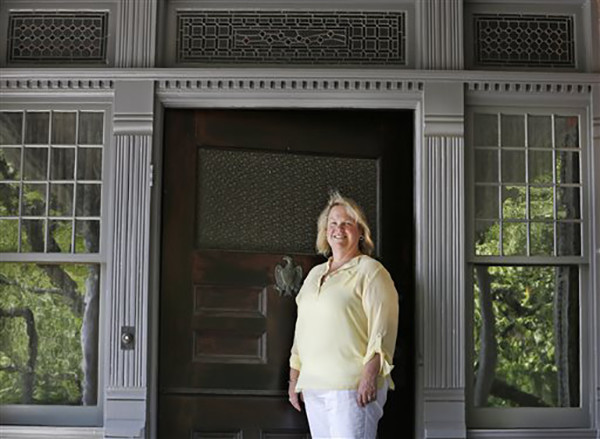 "<div class=""meta image-caption""><div class=""origin-logo origin-image ap""><span>AP</span></div><span class=""caption-text"">Susan Sarna has been the curator at President Theodore Roosevelt's ""Summer White House"" for the past 25-years at Sagamore Hill in Oyster Bay, N.Y. (AP Photo/Kathy Willens)</span></div>"
