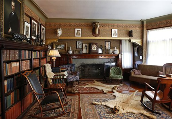 "<div class=""meta image-caption""><div class=""origin-logo origin-image ap""><span>AP</span></div><span class=""caption-text"">Personal mementos from President Theodore Roosevelt's life fill the library at Sagamore Hill in Oyster Bay, N.Y. (AP Photo/Kathy Willens)</span></div>"