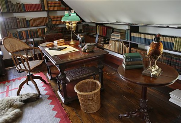 "<div class=""meta image-caption""><div class=""origin-logo origin-image ap""><span>AP</span></div><span class=""caption-text"">A third-story alcove in President Theodore Roosevelt's ""gun room"" contains a desk, one where he wrote and dictated to his secretary at Sagamore Hill in Oyster Bay, N.Y. (AP Photo/Kathy Willens)</span></div>"