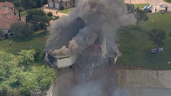 Vacant luxury home dangling off a cliff in Central Texas is burned to the ground on Friday, June 13, 2014 <span class=meta>(WABC Photo)</span>