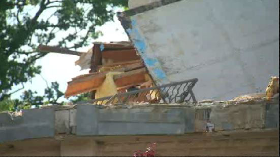 "<div class=""meta ""><span class=""caption-text "">Staten Island house collapses (WABC)</span></div>"