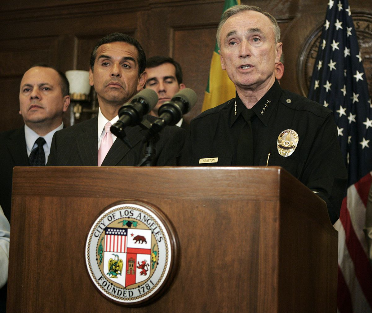 <div class='meta'><div class='origin-logo' data-origin='AP'></div><span class='caption-text' data-credit='AP Photo/Reed Saxon'>Los Angeles Police Chief William Bratton discusses issues related to the clash between LAPD officers and demonstrators, journalists and others on Friday, May 4, 2007.</span></div>