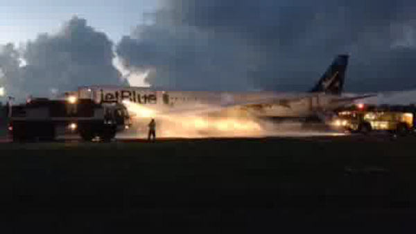 A JetBlue flight headed to JFK Airport from San Juan, Puerto Rico was evacuated after the left engine caught on fire Saturday night. <span class=meta>Courtesy: David and Pamela Seijo</span>