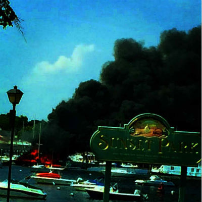 The fire occurred at the Manhasset Bay Marina on 10 Matinicock Avenue on Wednesday afternoon. <span class=meta>Samantha Williamson</span>