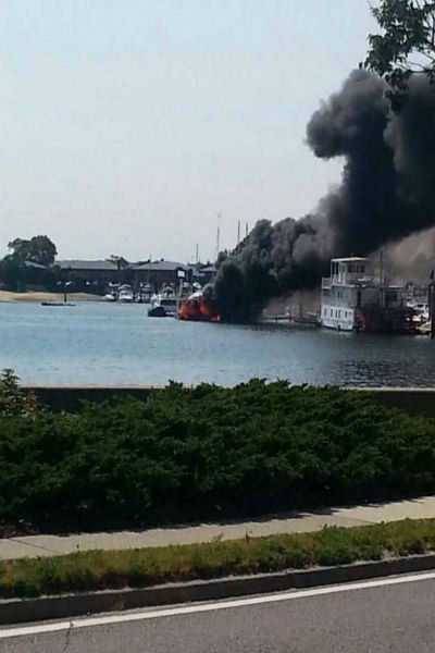 The fire occurred at the Manhasset Bay Marina on 10 Matinicock Avenue on Wednesday afternoon. <span class=meta>WABC Photo</span>
