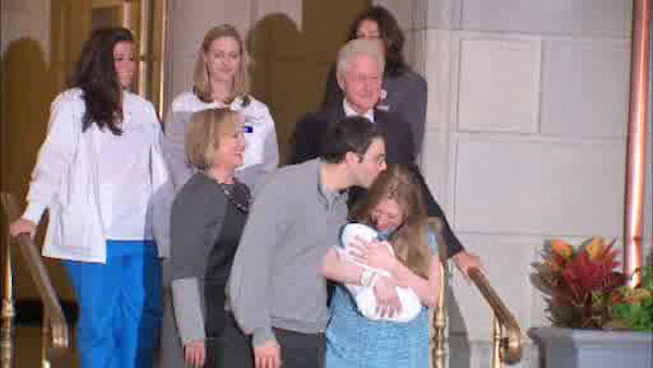 Photos chelsea clinton leaves hospital with baby charlotte abc7news