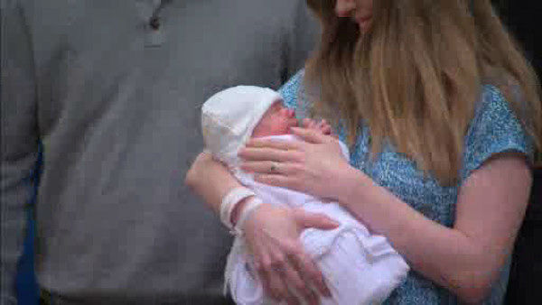 "<div class=""meta image-caption""><div class=""origin-logo origin-image ""><span></span></div><span class=""caption-text"">Chelsea Clinton and her husband Marc Mezvinsky left Lenox Hill Hospital on Monday, September 29, 2014 with their new baby girl, Charlotte Clinton Mezvinsky. (WABC Photo/ WABC)</span></div>"
