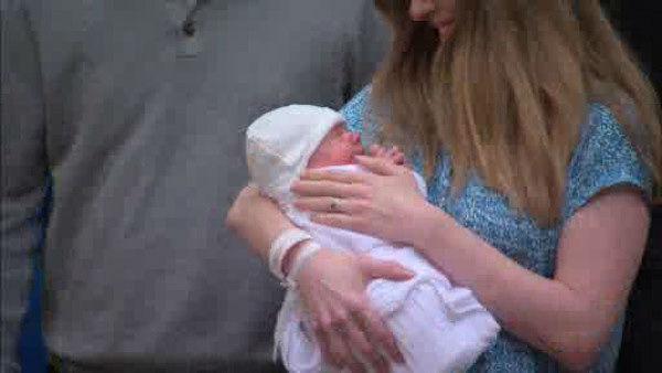 "<div class=""meta image-caption""><div class=""origin-logo origin-image ""><span></span></div><span class=""caption-text"">Chelsea Clinton and her husband Marc Mezvinsky left Lenox Hill Hospital on Monday, September 29, 2014 with their new baby girl, Charlotte Clinton Mezvinsky. (WABC Photo/ WABC)</span></div>"