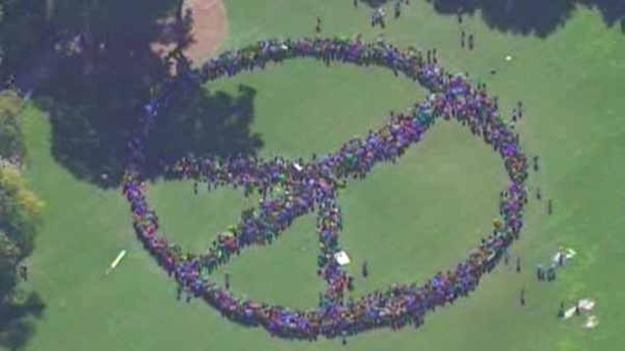 Thousands form human peace sign in central park to honor john thousands form human peace sign in central park to honor john lennon abc7ny buycottarizona