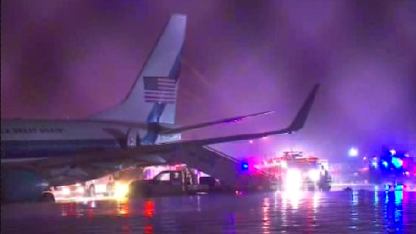 "<div class=""meta image-caption""><div class=""origin-logo origin-image wabc""><span>WABC</span></div><span class=""caption-text"">Republican Vice Presidential Candidate Mike Pence's plane overshot the runway at LaGuardia Airport in New York City on Thursday night.</span></div>"