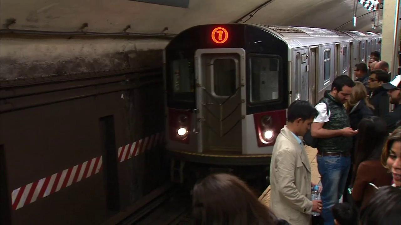 Local service on the 7 train resumes after mechanical problem; No word on what caused 'loud noise'