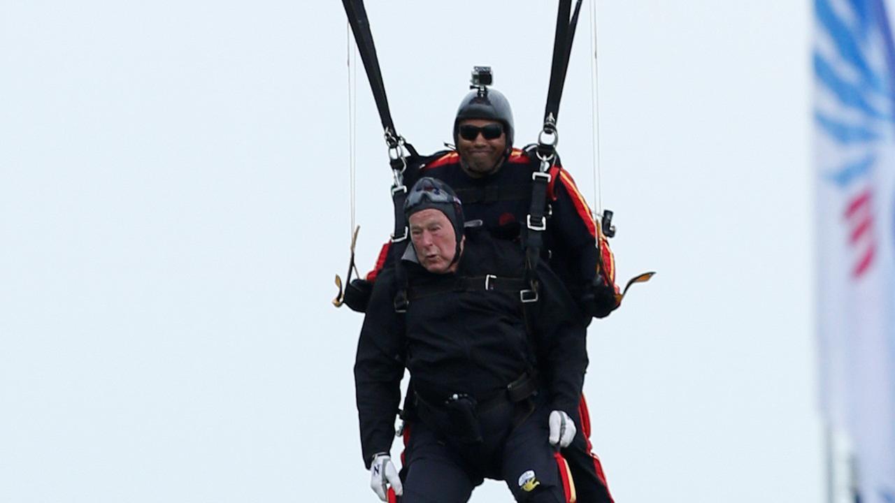 president george h w bush skydive