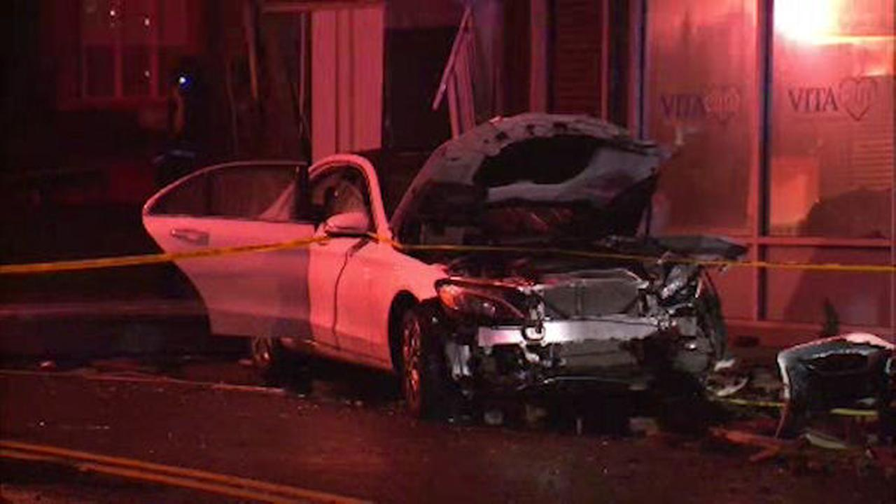 Car crashes into building in West Brighton