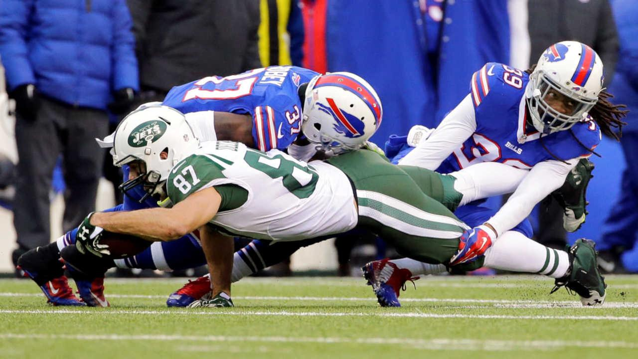 Jets blow playoff chances with 22-17 loss to Bills