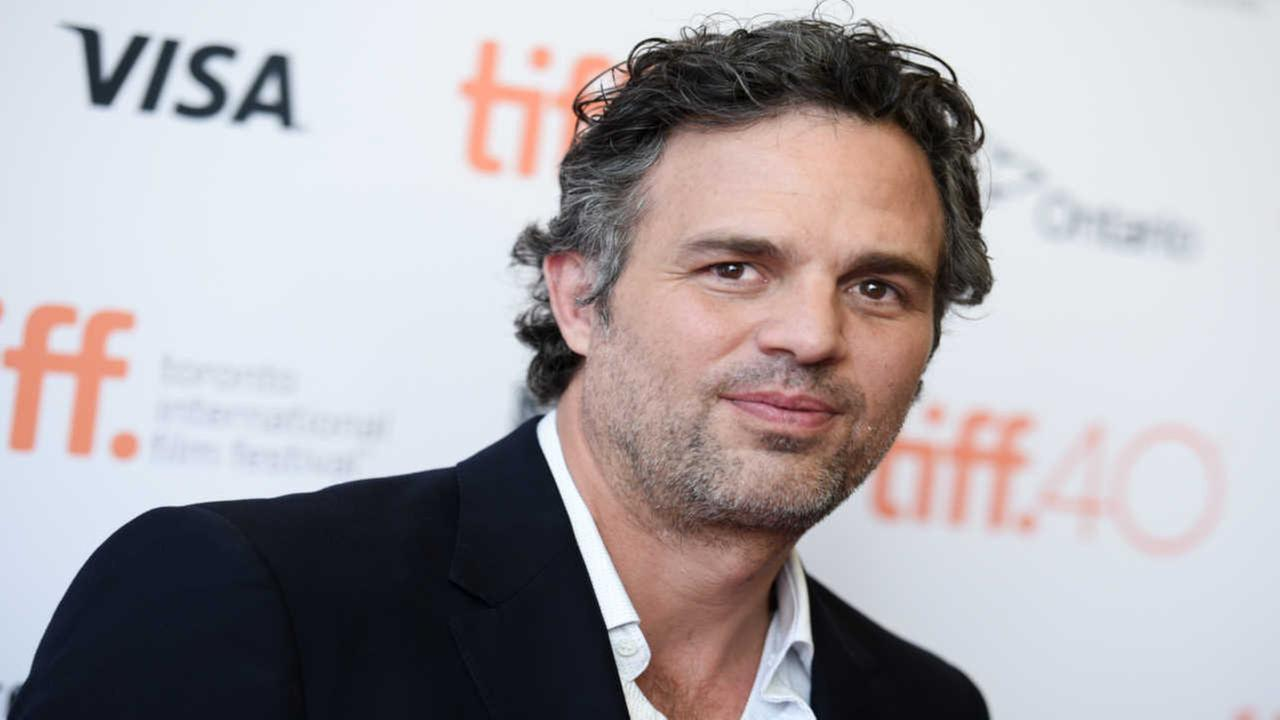 Twitter helps actor Mark Ruffalo find lost wallet in less than 20 minutes during blizzard