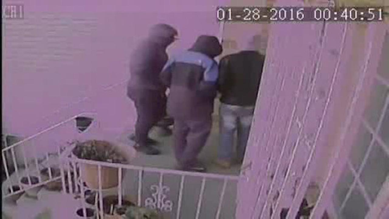 Robbery suspects leave shoes behind at home in Brooklyn