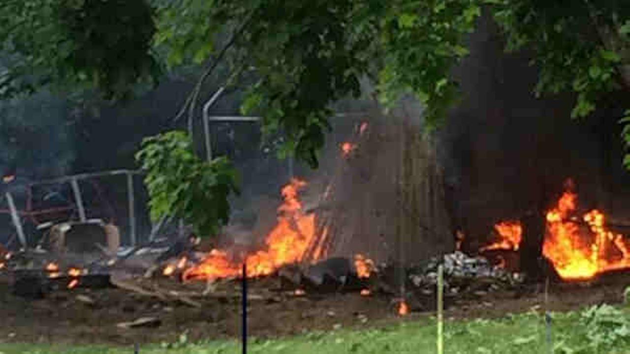 plane crashes in long island backyard