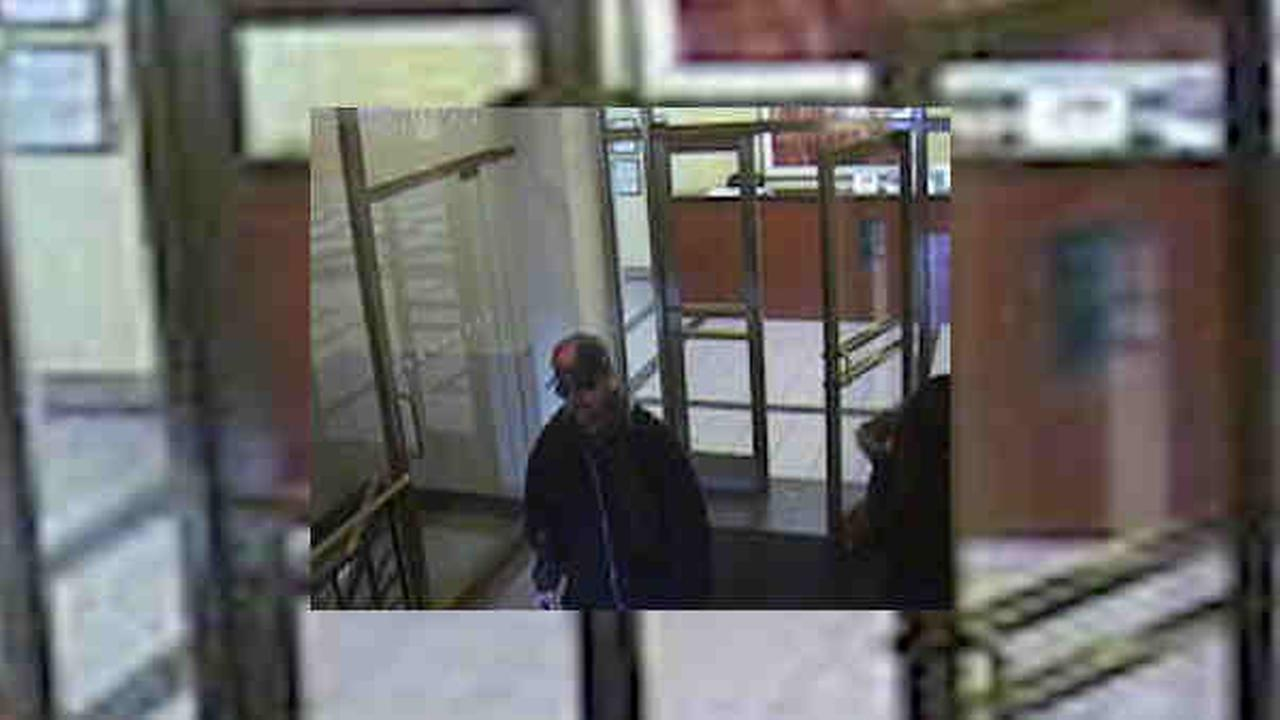 Same man wanted in 2 Queens bank robberies, NYPD says
