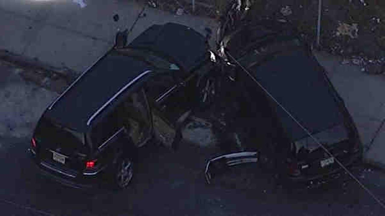 Victim found in Newark with gunshot wound to leg after car crash, police say